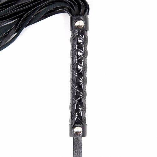Черная плеть с дизайнерской лакированной ручкой