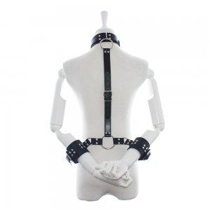 Бондаж шеи и рук на ремнях