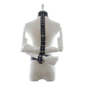 Бондаж для шеи и рук на ремнях